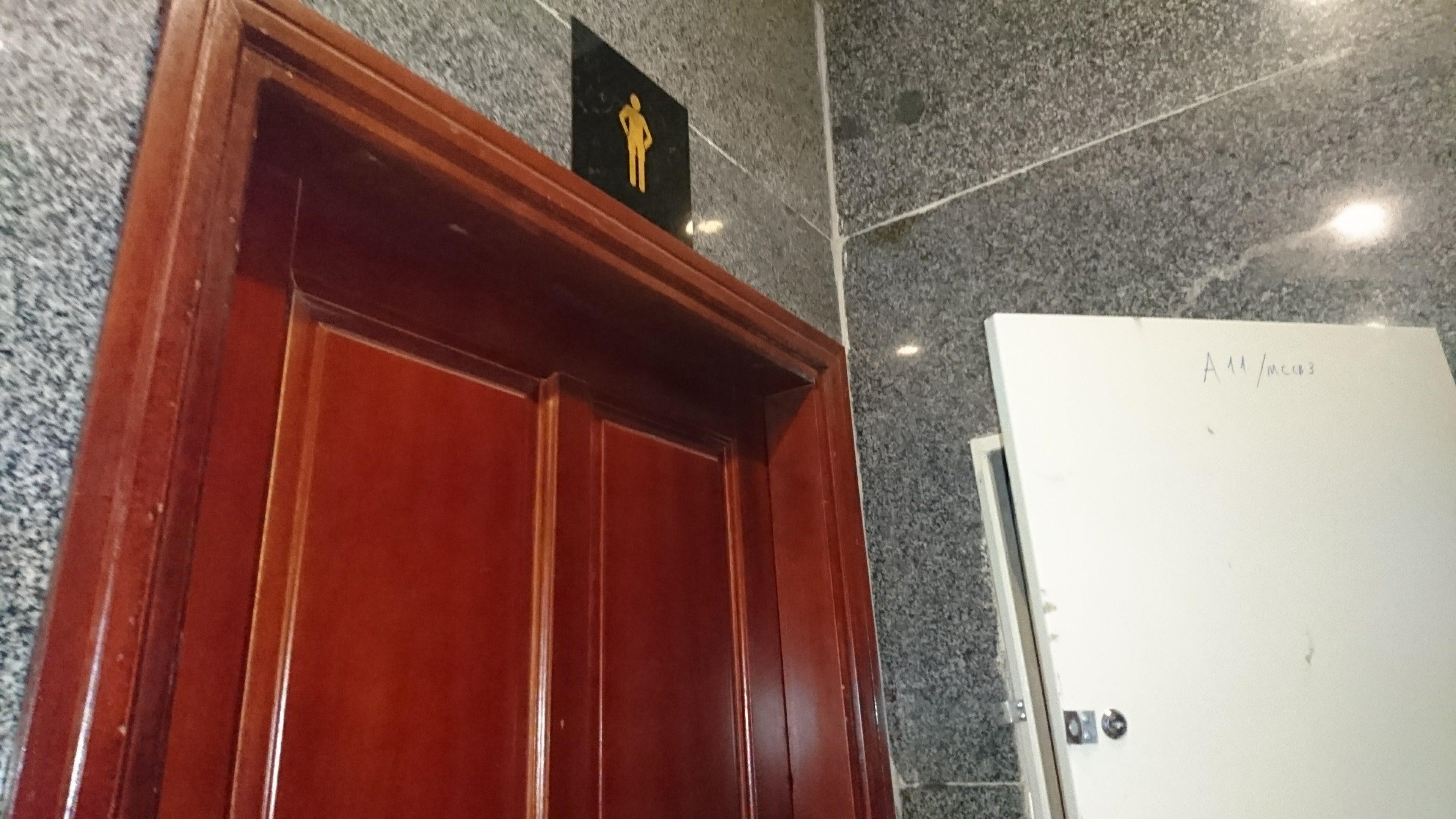ラウンジ内のトイレ