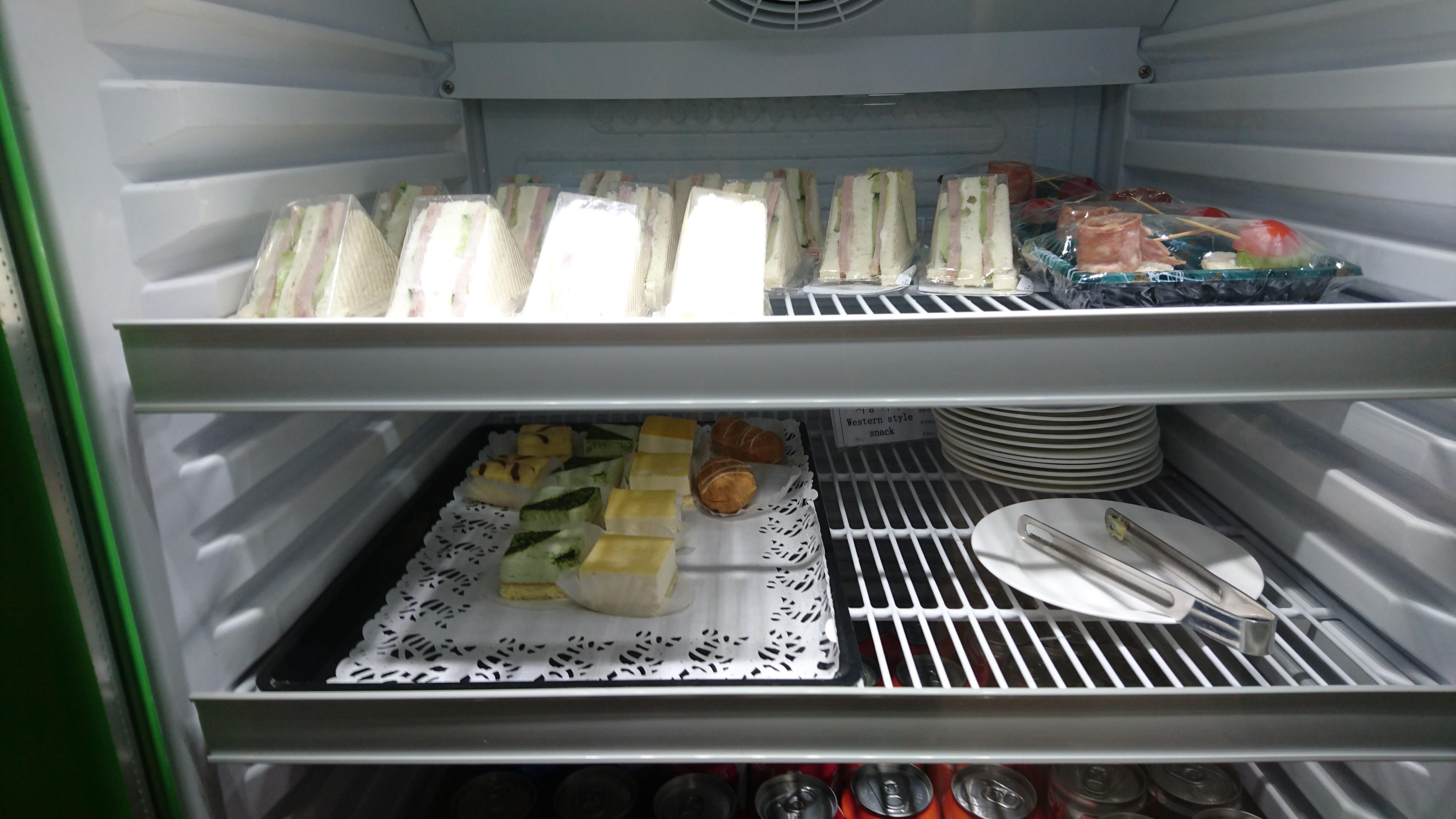 サンドイッチや一口サイズのスイーツ