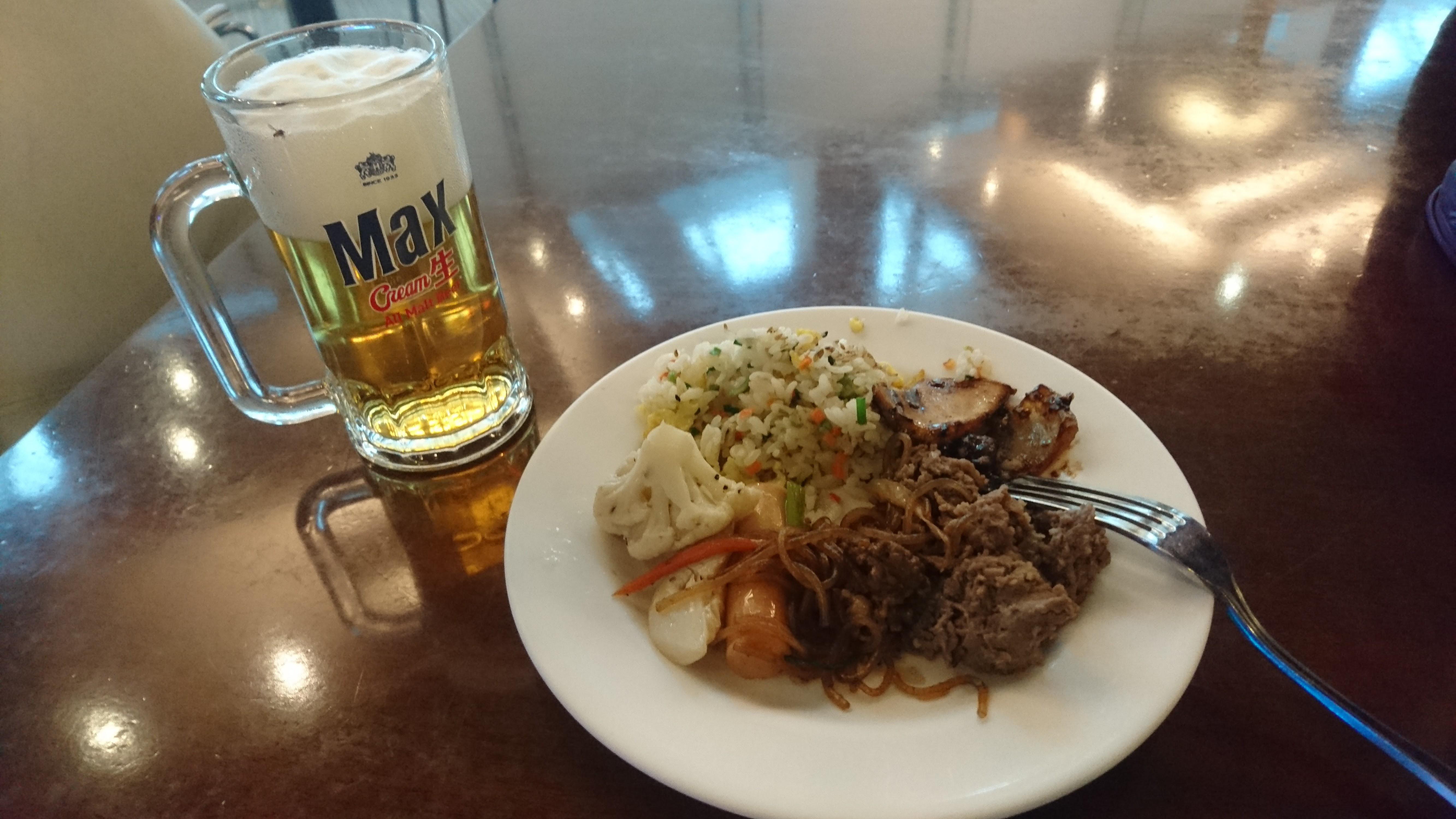 野菜、肉、炭水化物、ビールの組み合わせです。ビールは少々薄味でした。