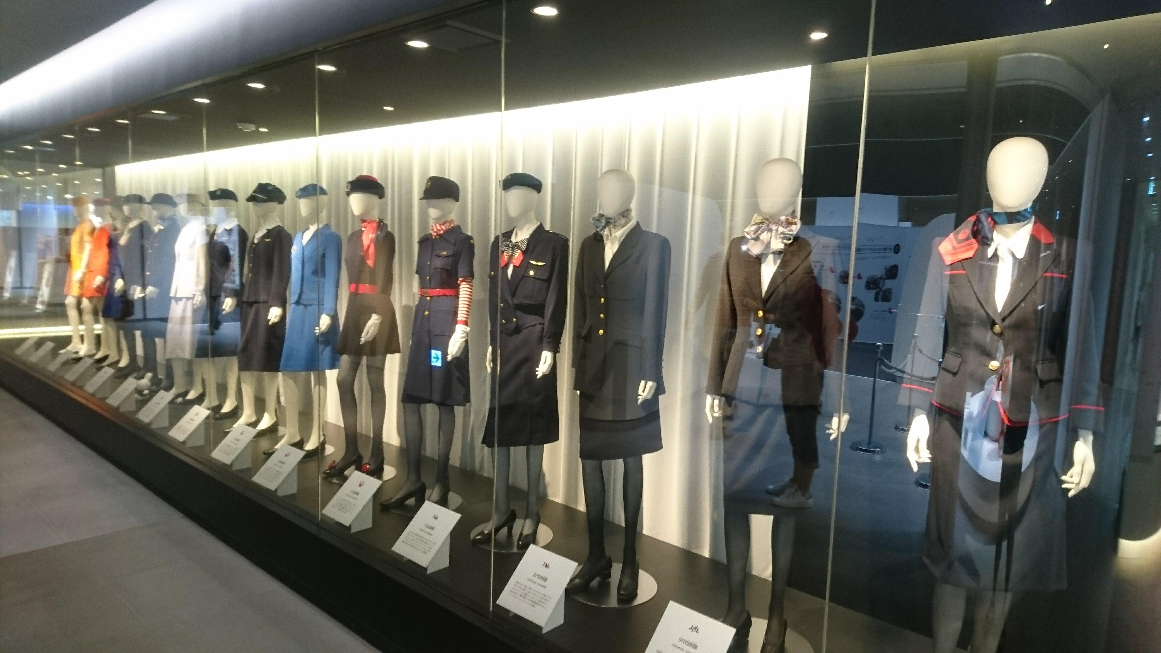 客室乗務員の制服