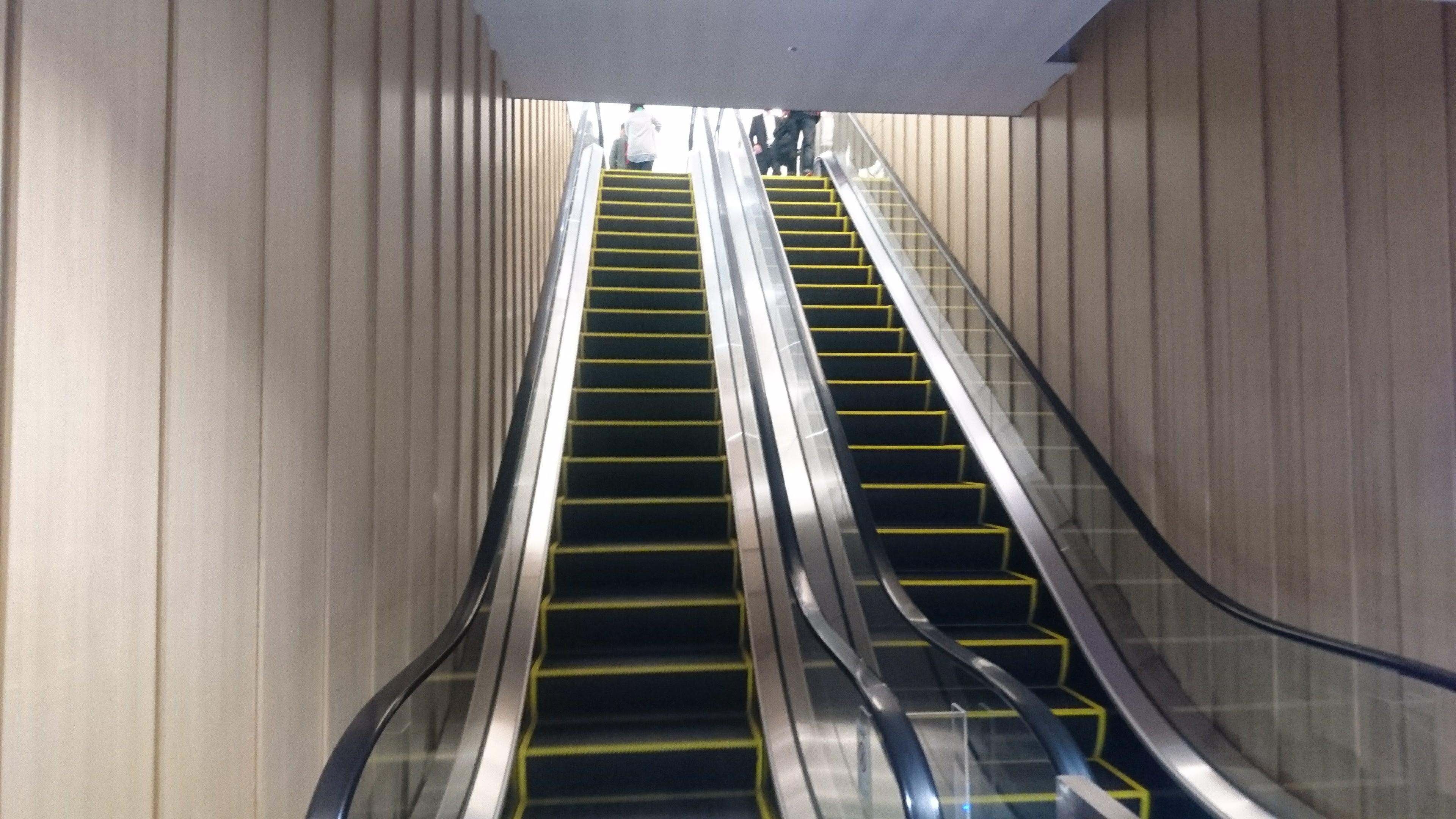 3階に通じるエスカレーター