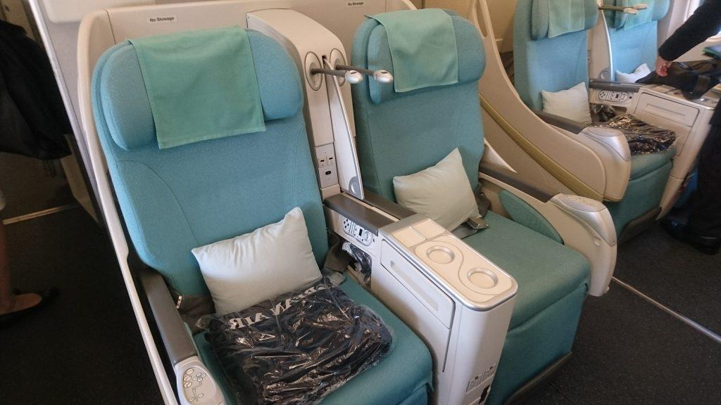 青磁器色のような色合いの座席